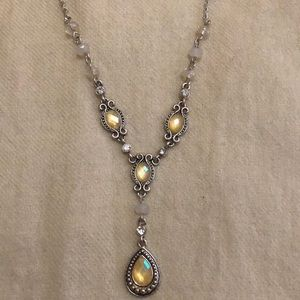 Classic Vintage Look Necklace.